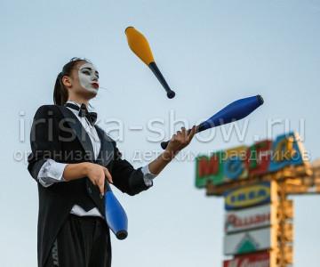 Жонглеры-ходулисты
